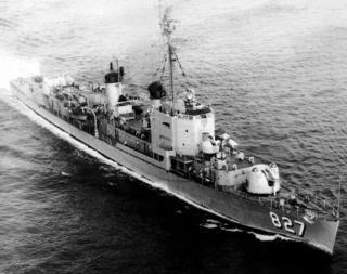 USS_Robert_A._Owens_-28DDE-827-29_underway_c1957.jpg