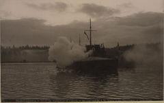 HMS_Virago_firing_in_honour_of_the_King_(HS85-10-11979).jpg