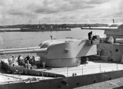 HMAS_Canberra_8-inch_gun_turrets_SLV_H98.105_3230.jpeg