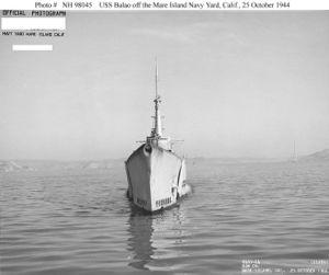 Вид на нос USS Balao (SS-285) во время ходовых испытаний после модернизации (октябрь 1944)