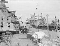 HMS_JAMAICA_дозаправка_с_танкера_(Северная_Атлантика,_сентябрь_1944)_7.jpg