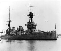 HMAS_Australia_passes_Suez_Canal_April_1919.jpg