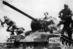 T-34-85 dismount tank riders.jpg