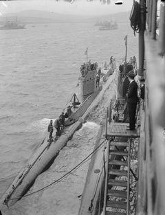 HMS_Uther_(P62).jpg