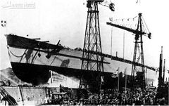 Italian_battleship_Francesco_Caracciolo_launching.jpg