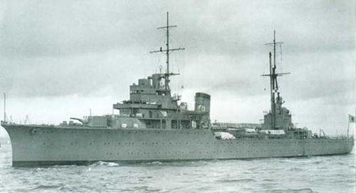 Japanese_cruiser_Katori_1940.jpg