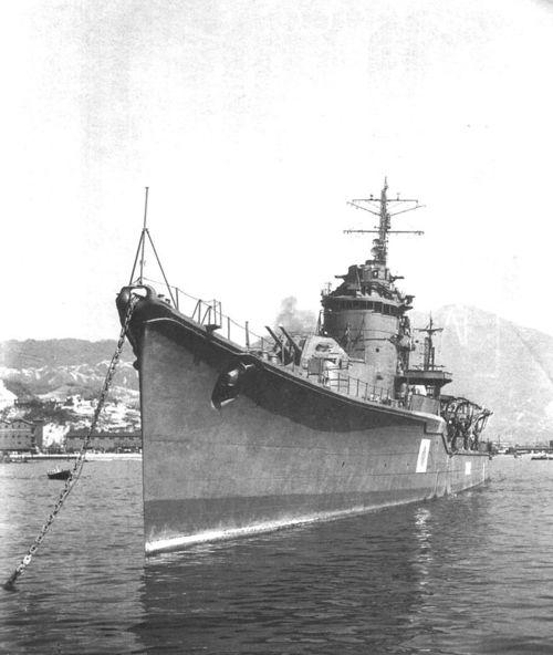 Akizuki-class_ship_1945.jpg
