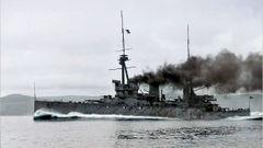 HMS_Inflexible_steaming_at_full_power_1908.jpg