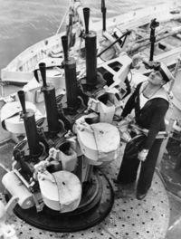 Quad_0.50_(1.27_cm)_MG_on_HMAS_Perth.jpg
