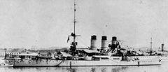 Italian_battleship_Regina_Elena_at_Taranto_May_1915.jpg