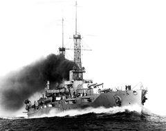 USS_New_York_BB-34_underway_at_high_speed_29_May_1915.jpg