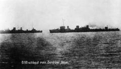 Bundesarchiv_Bild_183-R35850,_Torpedoboot_B_98_und_Zerstörer_Grom.jpg
