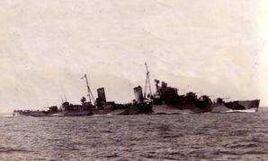 HMS_Naiad_(39)_lightcruiserclassdidoinmidtersea.jpg