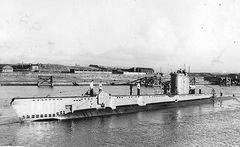 HMS_Vengeful_(P86).jpg