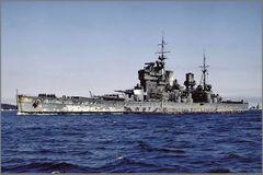 HMS_King_George_V_entering_Apra_Harbor,_Guam_1945.jpg