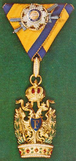 Ordens-der-Eisernen-Krone-1-klass-kleine-dekoration-militaer-und-silber-schwerten.jpg
