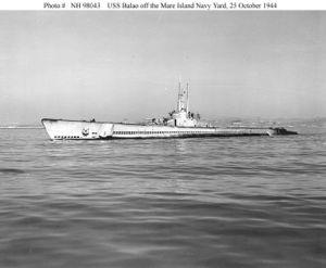 Вид на левый борт USS Balao (SS-285) во время ходовых испытаний после модернизации (октябрь 1944)