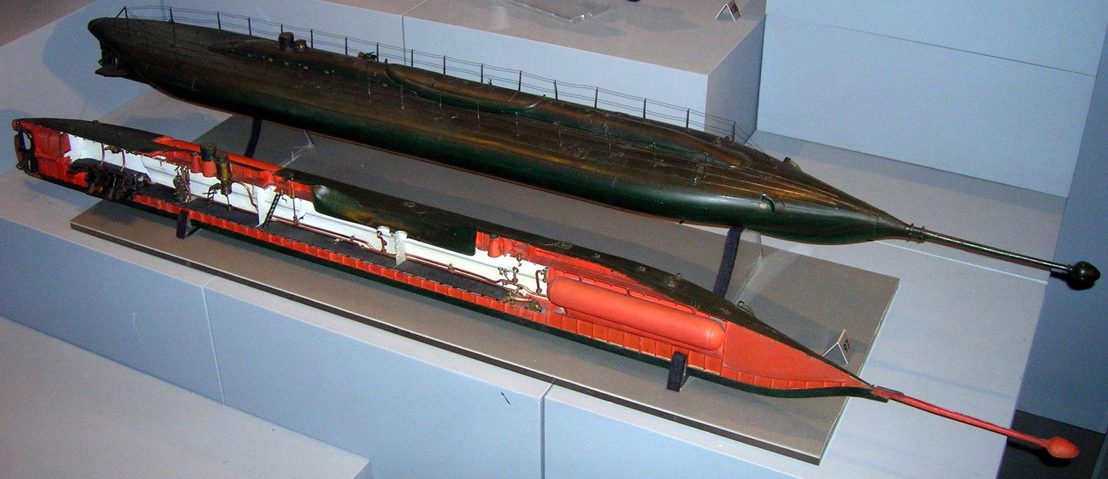 1600px-Le_plongeur_submarine_model.jpg