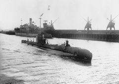 HMS_Shakespeare_(P221).jpg