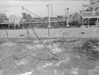 HMS_JAMAICA_дозаправка_с_танкера_(Северная_Атлантика,_сентябрь_1944)_4.jpg
