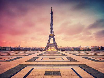 Eiffel_Tower(Real).jpeg