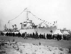 French_destroyer_Vauquelin_afloat_soon_after_launching_on_29_March_1931.jpg