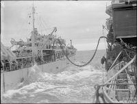 HMS_JAMAICA_дозаправка_с_танкера_(Северная_Атлантика,_сентябрь_1944)_2.jpg