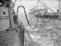 HMS_JAMAICA_дозаправка_с_танкера_(Северная_Атлантика,_сентябрь_1944)_3.jpg